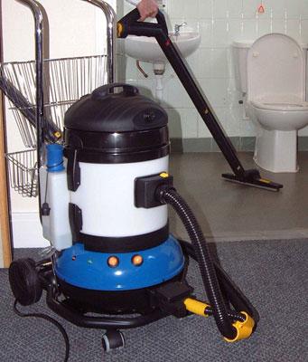 Bathroom steam vacuum cleaner